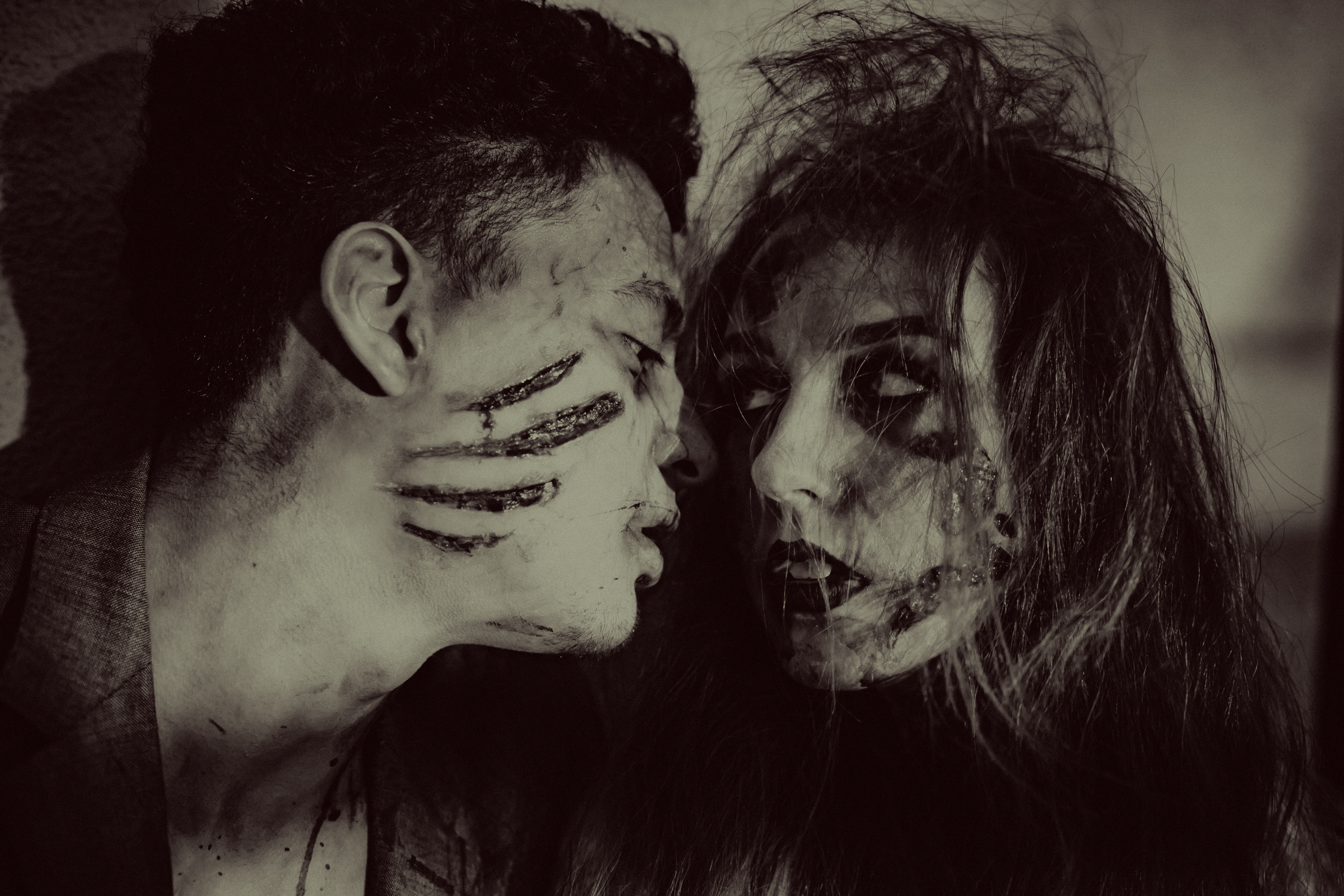 Halloween Bride and Groom Photos. Zombie Couple.